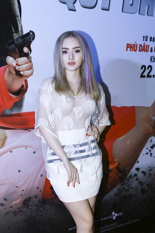 Em gái Phương Trinh táo bạo mặc xuyên thấu không nội y - 3