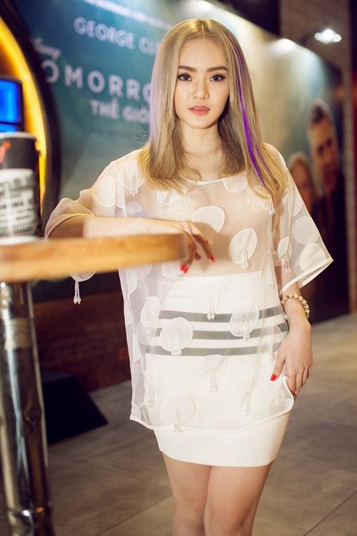 Em gái Phương Trinh táo bạo mặc xuyên thấu không nội y - 1