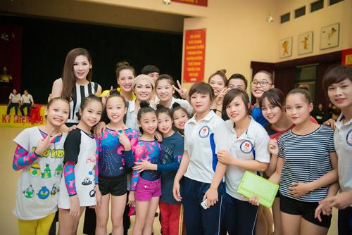 Á hậu Tú Anh làm đại sứ Sea Games 28 - 2