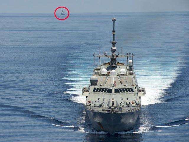 Tàu chiến Mỹ làm gì khi chạm mặt tàu TQ ở Biển Đông? - 1
