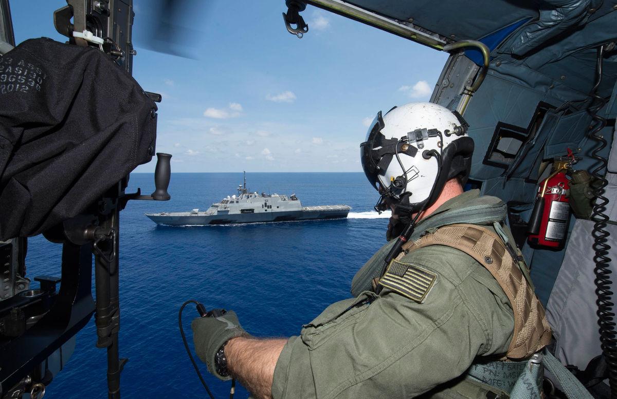 Tàu chiến Mỹ làm gì khi chạm mặt tàu TQ ở Biển Đông? - 3