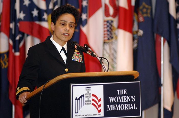 Tàu chiến Mỹ làm gì khi chạm mặt tàu TQ ở Biển Đông? - 2
