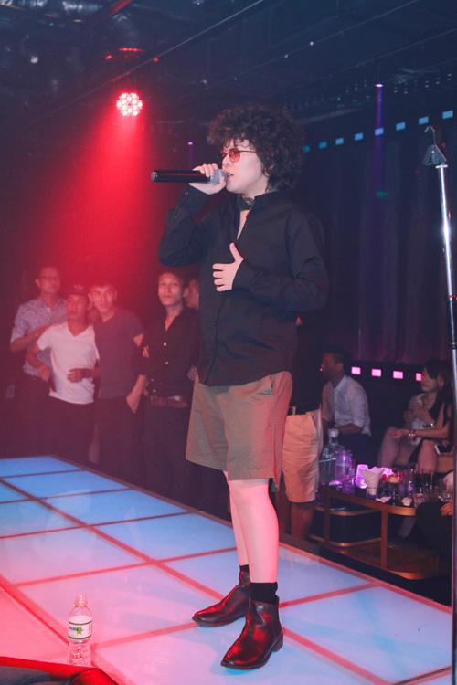 Tiên Tiên mặc quần đùi lên sân khấu Hà thành - 2