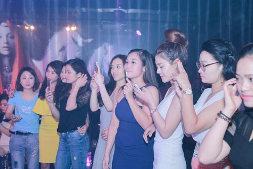 Tiên Tiên mặc quần đùi lên sân khấu Hà thành - 10