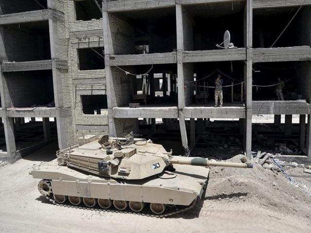 IS bị xe tăng chặn đứng ở ngoại ô Ramadi - 1