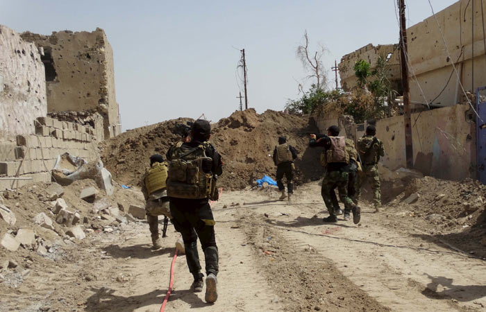 IS bị xe tăng chặn đứng ở ngoại ô Ramadi - 3