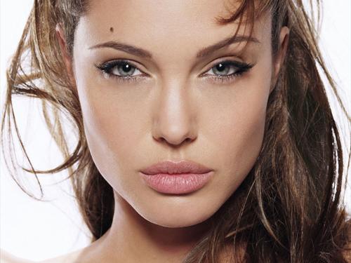 Ngỡ ngàng ngắm Angelina Jolie phiên bản Việt - 1