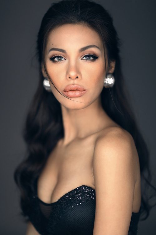 Ngỡ ngàng ngắm Angelina Jolie phiên bản Việt - 2