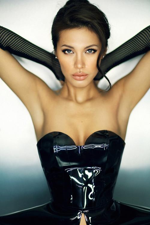 Ngỡ ngàng ngắm Angelina Jolie phiên bản Việt - 4