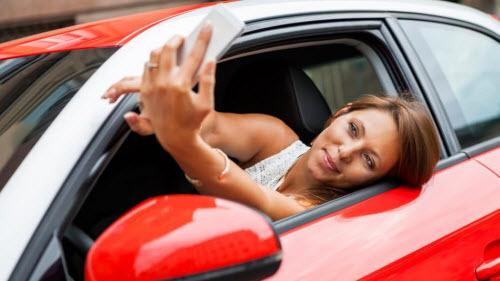 96% tài xế nhắn tin và kiểm tra email khi lái xe - 1