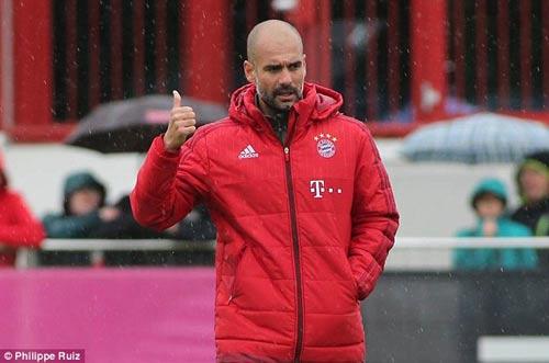 """Lewandowski - Boateng """"tẩn"""" nhau trên sân tập - 4"""