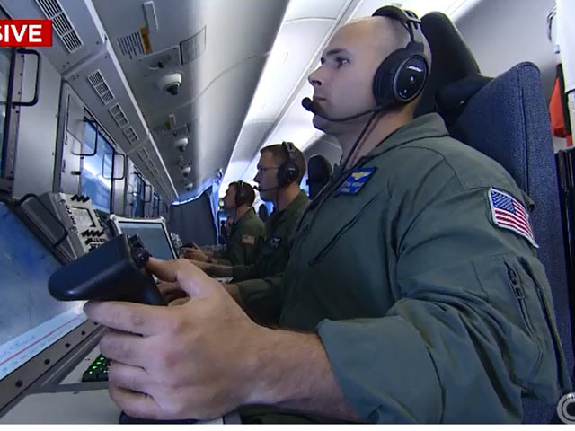 """Máy bay Mỹ bị TQ """"xua đuổi"""" trên Biển Đông - 6"""