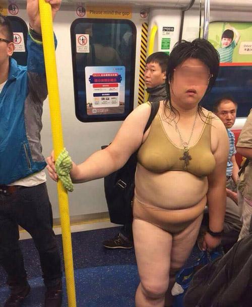 """""""Thảm họa nội y"""" xuất hiện trên tàu điện ngầm châu Á - 2"""