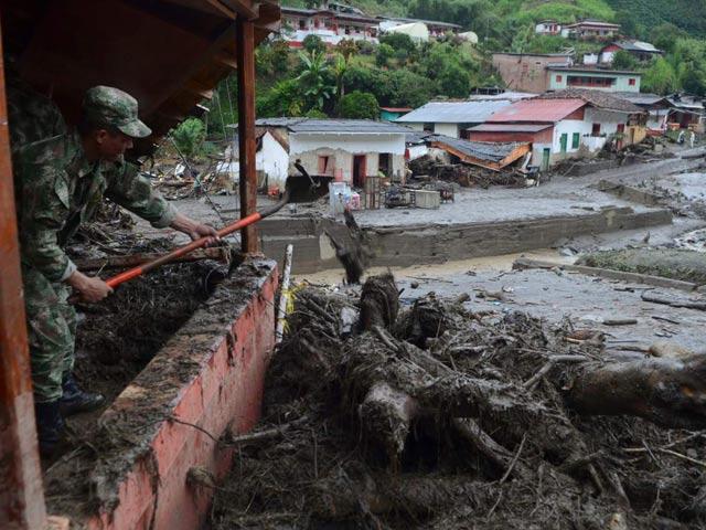 Colombia: Bị lũ quét vùi lấp, bé 11 tháng sốt sót thần kỳ - 1
