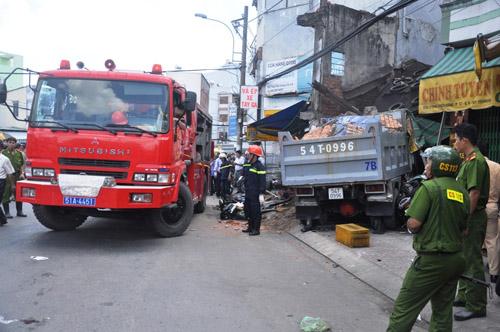 Xe ben tông sập nhà dân, 2 người tử vong - 6