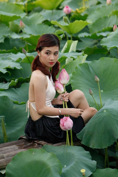 Chị em Hà Thành nô nức mặc yếm đào chụp ảnh sen - 3