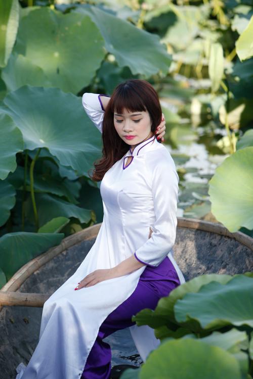 Chị em Hà Thành nô nức mặc yếm đào chụp ảnh sen - 16
