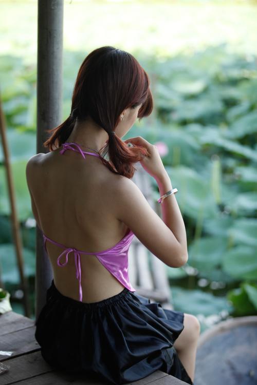 Chị em Hà Thành nô nức mặc yếm đào chụp ảnh sen - 13