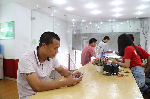 """""""Quả bóng vàng"""" Thành Lương dùng điện thoại gì? - 1"""