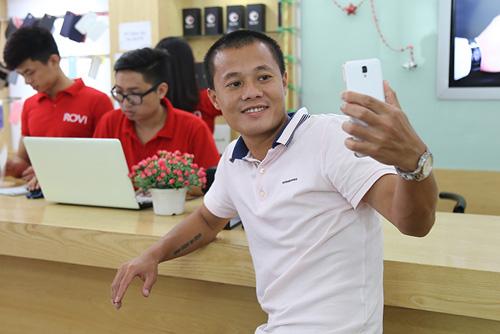 """""""Quả bóng vàng"""" Thành Lương dùng điện thoại gì? - 4"""