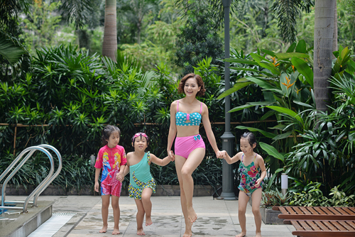 """Lan Phương """"hấp dẫn"""" em nhỏ tại bể bơi - 10"""