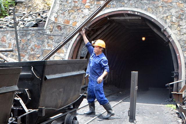Vụ tụt nóc lò than: Tiếp cận thi thể 1 công nhân - 1