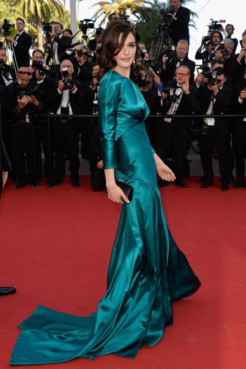 Sao nữ U40 bị gió thổi tung váy trên thảm đỏ Cannes - 10