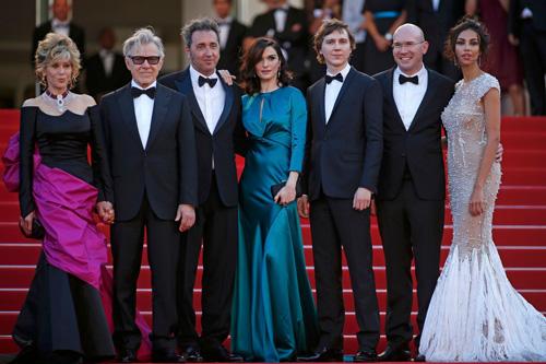 Sao nữ U40 bị gió thổi tung váy trên thảm đỏ Cannes - 11