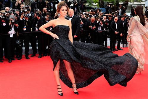 """LHP Cannes bị """"ném đá"""" vì cấm đi giày bệt lên thảm đỏ. - 2"""