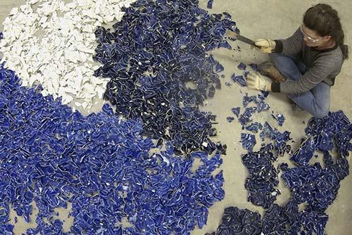 Bông hoa tuyệt đẹp làm từ 1.000 mảnh sứ - 3