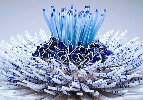 Bông hoa tuyệt đẹp làm từ 1.000 mảnh sứ - 1