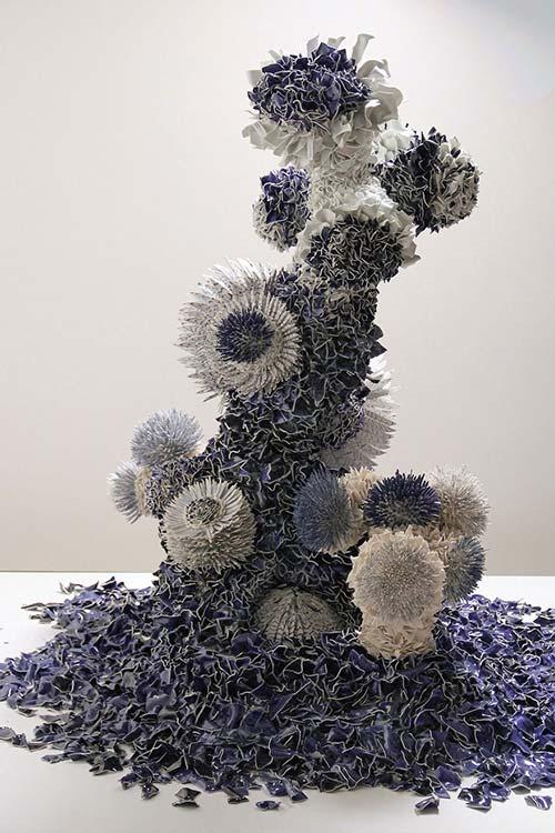 Bông hoa tuyệt đẹp làm từ 1.000 mảnh sứ - 7