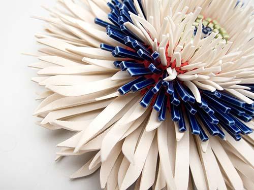 Bông hoa tuyệt đẹp làm từ 1.000 mảnh sứ - 10