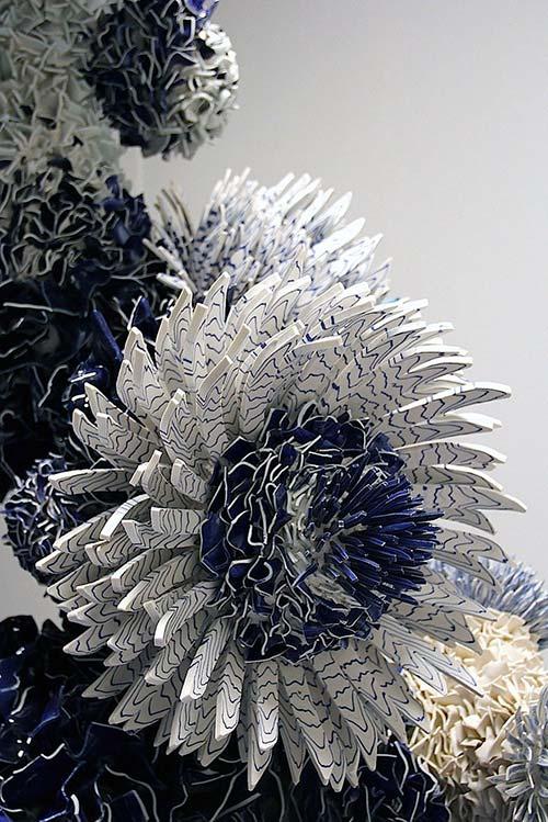 Bông hoa tuyệt đẹp làm từ 1.000 mảnh sứ - 8
