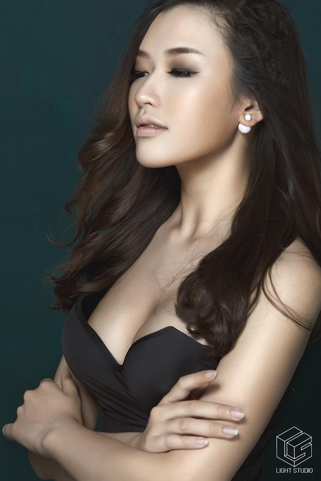 Đặng Phạm Phương Chi được biết đến là hot girl báo chí sở hữu gương mặt giống hoa hậu Mai Phương Thúy.