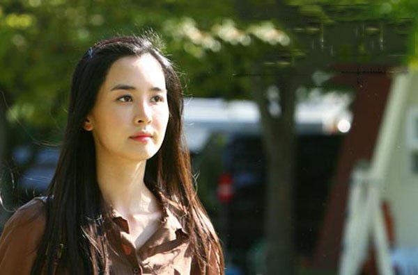 """Lee Da Hae """"lột xác"""" thành nữ chủ tịch sang chảnh - 2"""