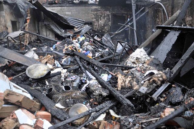 TPHCM: Cứu mẹ con sản phụ giữa ngọn lửa trùm 3 căn nhà - 9