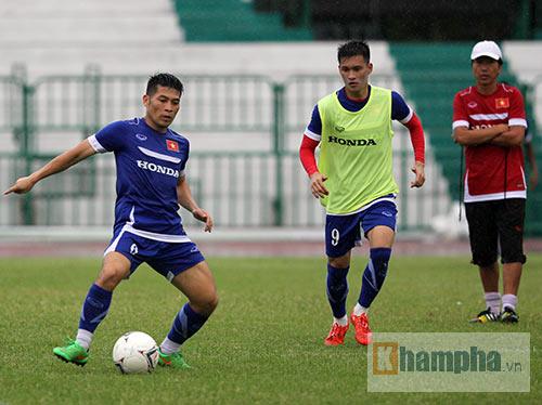 """Thầy trò HLV Miura """"dãi nắng, dầm mưa"""" ở Thái Lan - 10"""