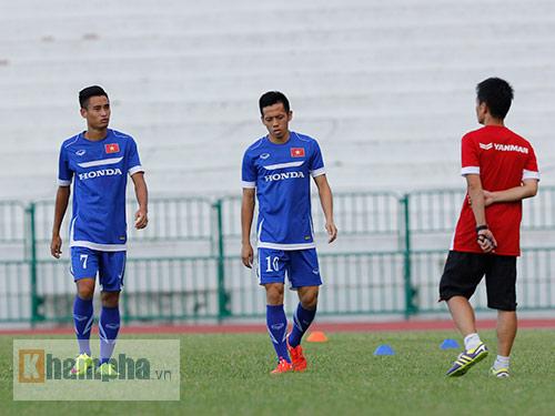 """Thầy trò HLV Miura """"dãi nắng, dầm mưa"""" ở Thái Lan - 7"""