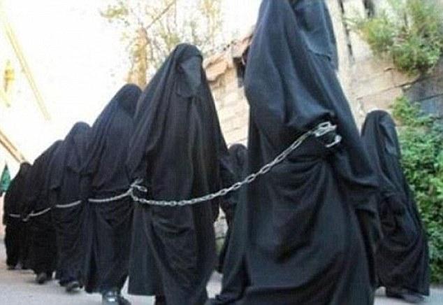 Hãi hùng màn lột trần thiếu nữ, kiểm tra trinh tiết của IS - 1