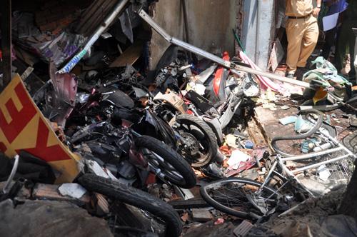 Xe ben đâm sập nhà dân: Ở nhà cũng bị xe tông chết - 1