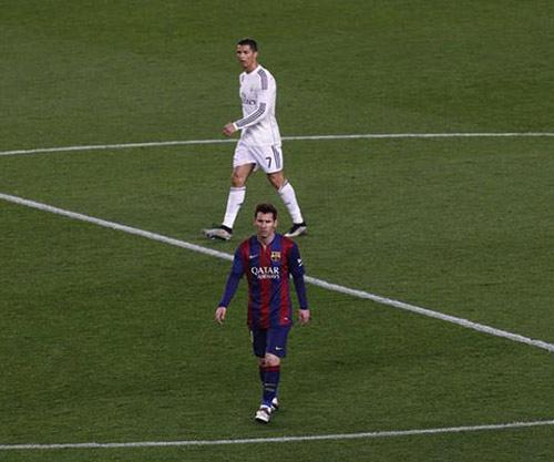 Ronaldo bị ám ảnh bởi kỷ lục ghi bàn của Messi - 2