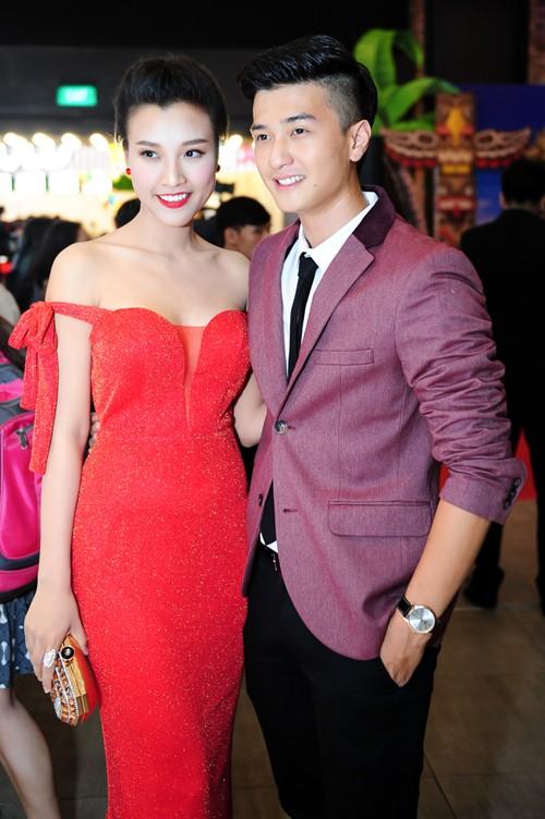 Bạn gái Huỳnh Anh khoe vai trần nuột nà - 2