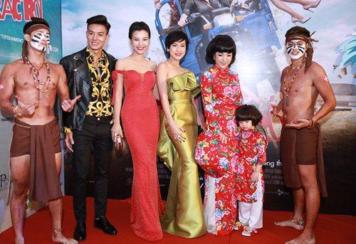 Bạn gái Huỳnh Anh khoe vai trần nuột nà - 11