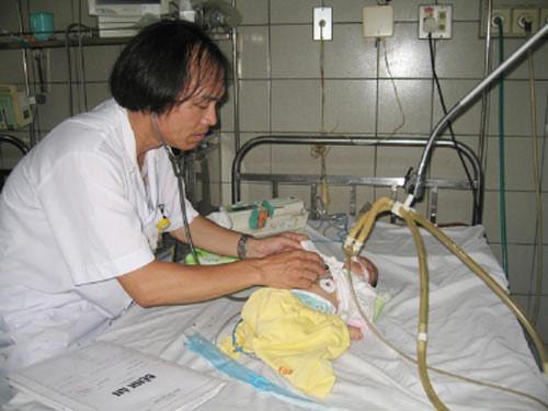 Hà Nội: Trẻ mắc tay chân miệng nhập viện tăng đột biến - 1