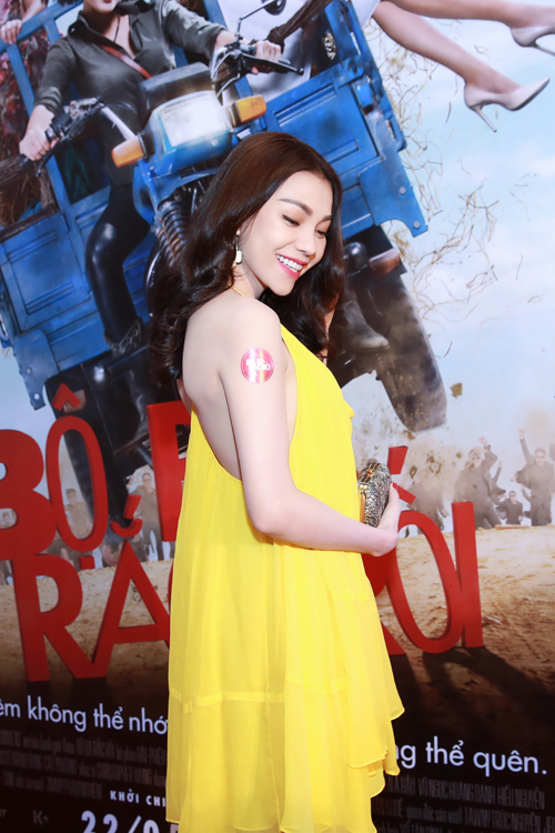 Trà Ngọc Hằng diện váy 3000 USD, gợi cảm bên Hiếu Nguyễn - 2