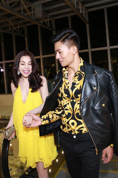 Trà Ngọc Hằng diện váy 3000 USD, gợi cảm bên Hiếu Nguyễn - 6