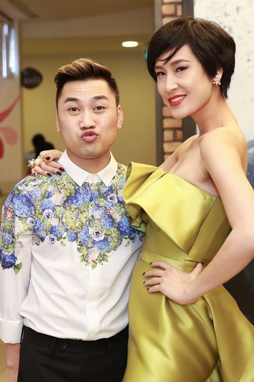 Trà Ngọc Hằng diện váy 3000 USD, gợi cảm bên Hiếu Nguyễn - 19