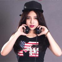 DJ Trang Moon: Đến hồ bơi chẳng nhẽ mặc sơ mi? - 5
