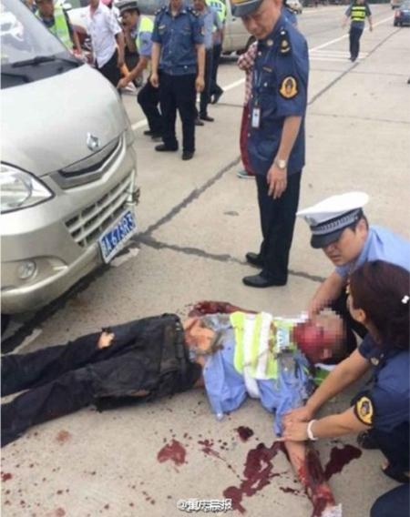 TQ: Tài xế lái ô tô tông gục cảnh sát, kéo lê hơn 80m - 1